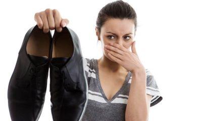 scapa de mirosul neplacut din interiorul pantofilor